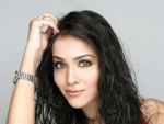 Humaima Malik Wins Best Actress Lux Award of Pakistan 2011