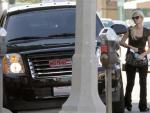 Paris Hilton luxury car Yukon Hybrid photos