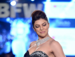 Sushmita Sen Walks the Ramp at Gionee India Beach Fashion Week 2015