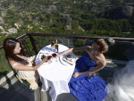 Glass Hotel at 1000 Feet Opened for Public