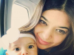 Sanam Jung Selfie with her Daughter