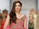 Mahira Khan Video with Makeup Artist Viral