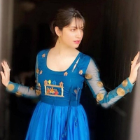 Neelum Muneer Latest Pictures with New Hairstyle