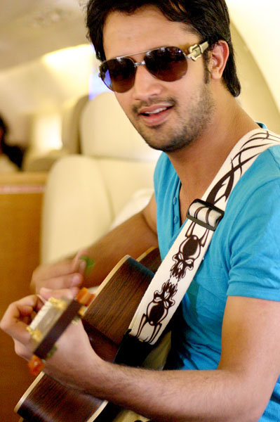 atif aslam wallpaper. Atif Aslam Singing