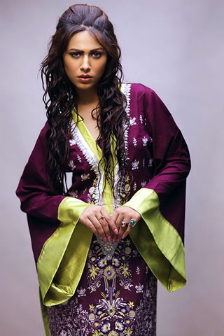 Hot Model Ayyan in Lakhani Dress