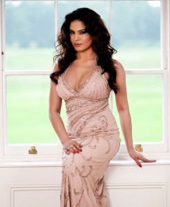 Hot Veena Malik in Bold Dress