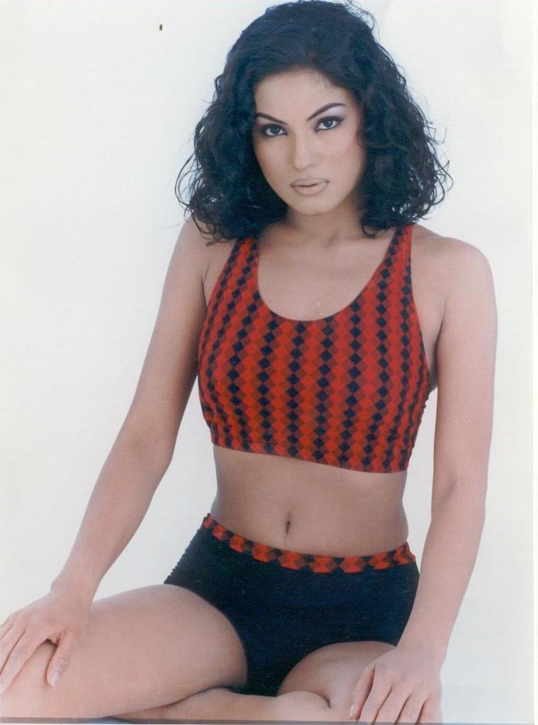 Hot Veena Malik in Short Dress