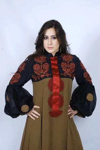 Beautiful Pakistani Model in Two Tone Dress