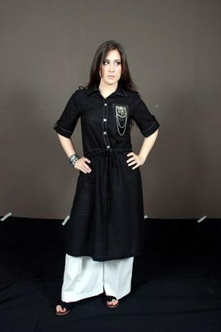Cute Pakistani Girl in Black & White Shalwar Kameez