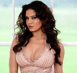 Naked Veena Malik On Camera 4 Comments
