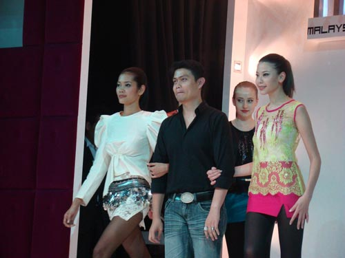 Hazree Wahid With Hot Models
