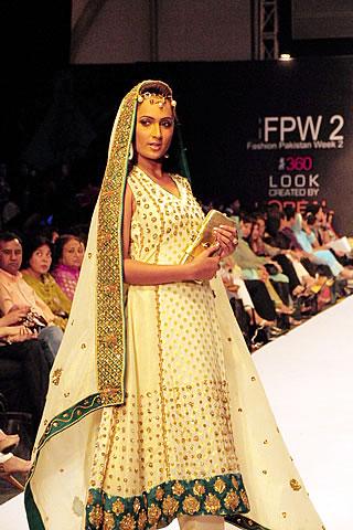 anum siraj karachi fashion week day 2