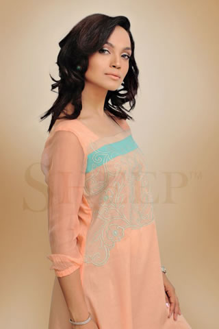 Charming Amina Sheikh in Eid Collection 2011
