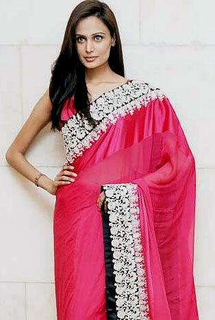 Mehreen Syed in Saree