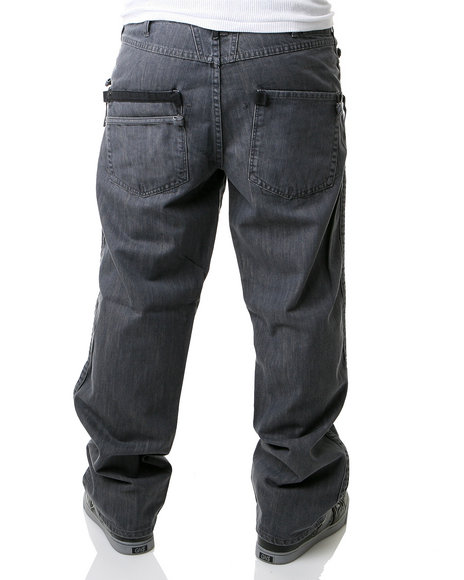 Often, pants with pleats provide more material in the waist and leg area to accommodate men with wider hips or thighs, and add balance and proportion for men with broader shoulders. Although this style complements heavier men, men who have medium or slim build can also wear this type of dress pant.
