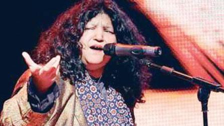 Abida Parveen Receives Lifetime Achievement Award In India