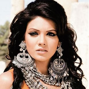 Mona Lizza to play lead role in Murder 3