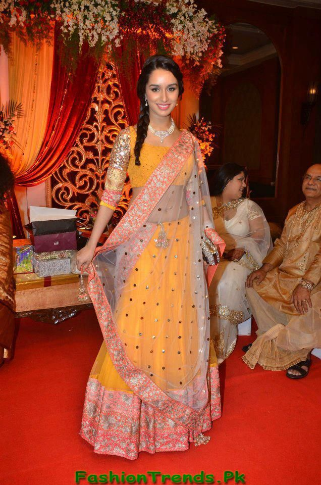 Mehndi Outfits Collection 2013 0 Comments