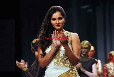 Sania Mirza Performed a Model Role in Mumbai Fashion Week