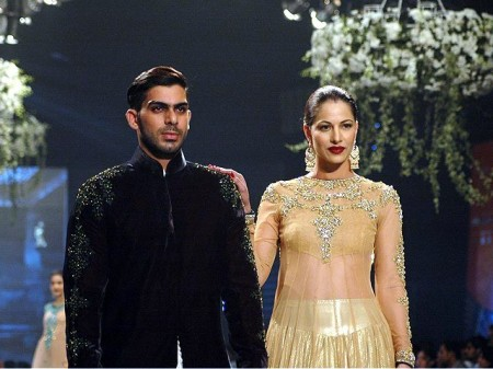 Miodels are waling on the ramp wearing the dresses prepared by the fashion designer, Mansoor Akram.
