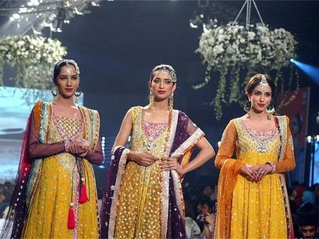 Models are showcasing the beautiful mehandi dresses prepared by fashion designer Sana Abbas.