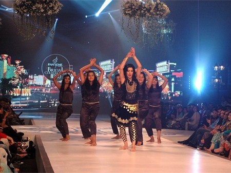 The dance performance of model and actress, Mahwish Hayat spellbound the audience
