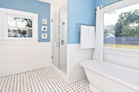 How To Use Blue And White Colors For Bathroom Decoration
