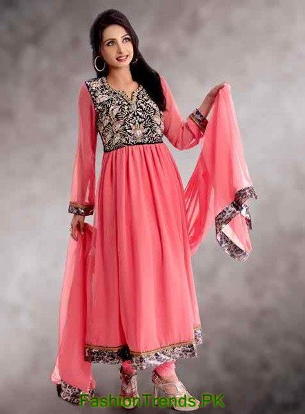 Creative Shalwar Kameez Is The Traditional Dress For Pakistani Women Well Its Highly Depend On Where You Gonna Live If You Are In Islamabad, Karachi Or Lahore Which Are Pretty Much Established City So You One Can Wear Jeans And Tees As Well As