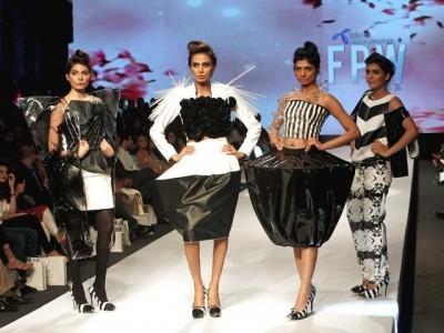 Karachi Fashion Week 2015 Models on Ramp