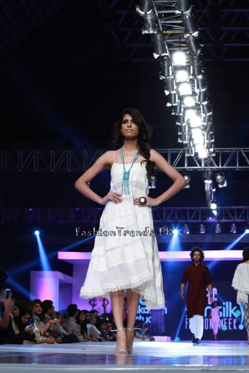 Alkaram 'Savoir Vivre' Collection at PFDC Sunsilk Fashion Week 2015 (11)