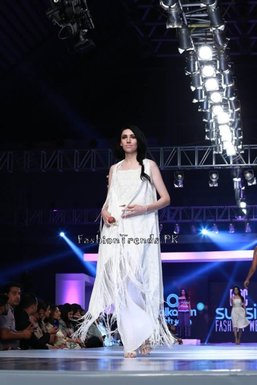 Alkaram 'Savoir Vivre' Collection at PFDC Sunsilk Fashion Week 2015 (14)