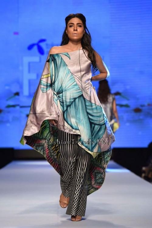 Sania Maskatiya Luxury Pret Collection at TPFW 15 (17)