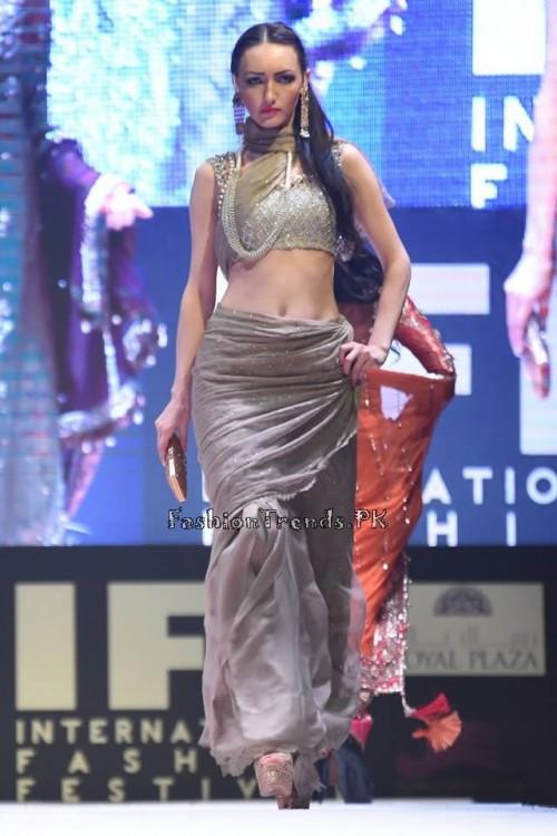 Rana Noman Haq Bridal Collection at International Fashion Festival 2015 (14)