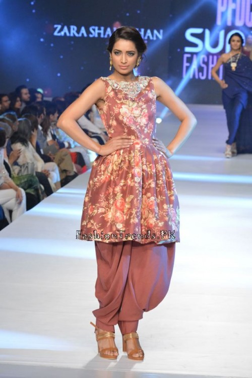 Zara Shahjahan New Vintage at PFDC Sunsilk Fashion Week 2015 (1)