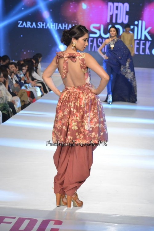 Zara Shahjahan New Vintage at PFDC Sunsilk Fashion Week 2015 (2)