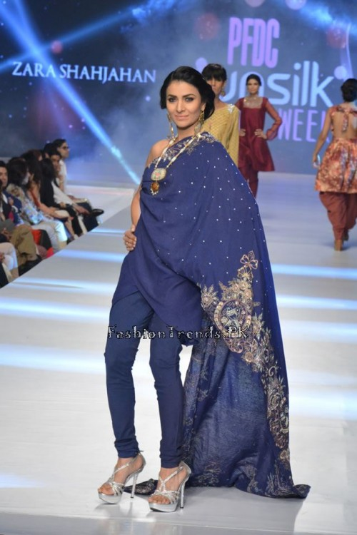 Zara Shahjahan New Vintage at PFDC Sunsilk Fashion Week 2015 (3)