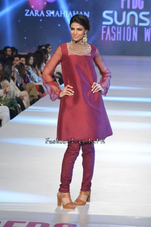 Zara Shahjahan New Vintage at PFDC Sunsilk Fashion Week 2015 (6)