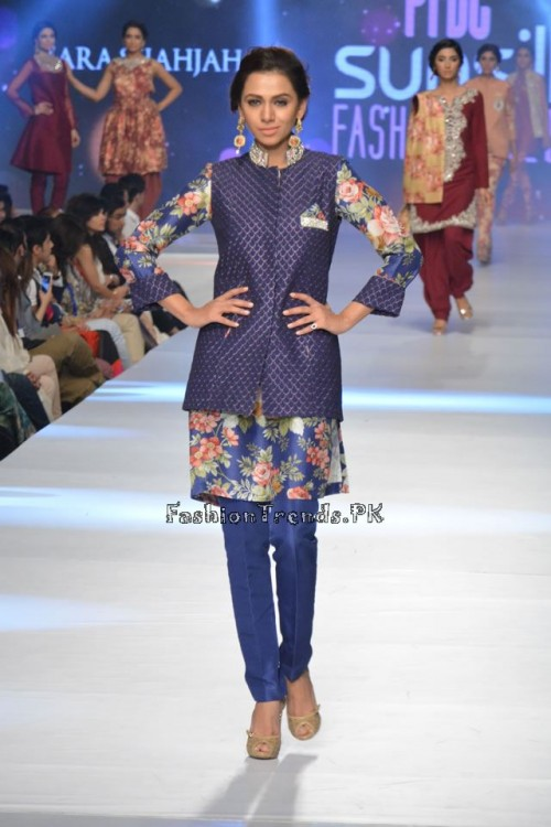 Zara Shahjahan New Vintage at PFDC Sunsilk Fashion Week 2015 (7)