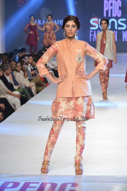 Zara Shahjahan New Vintage at PFDC Sunsilk Fashion Week 2015 (9)