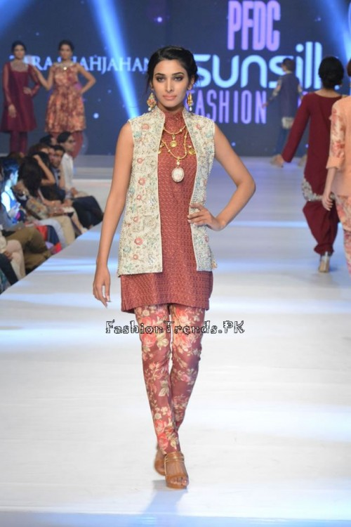 Zara Shahjahan New Vintage at PFDC Sunsilk Fashion Week 2015 (10)