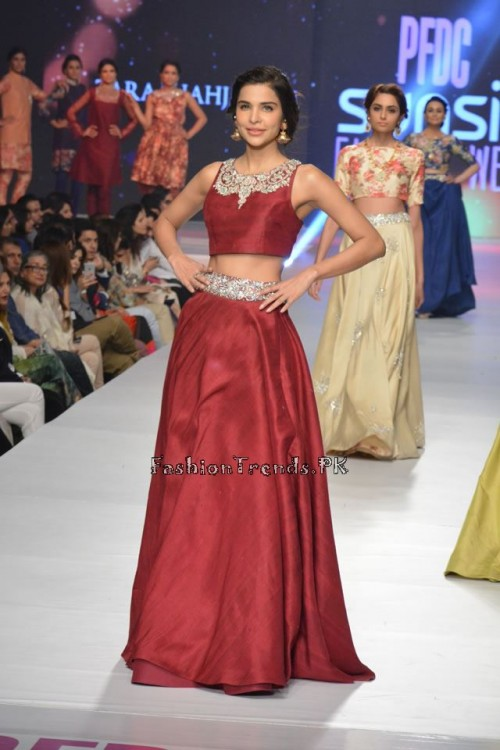 Zara Shahjahan New Vintage at PFDC Sunsilk Fashion Week 2015 (14)