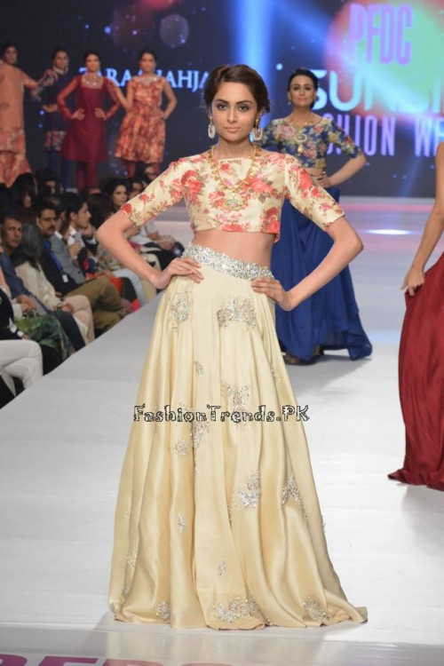 Zara Shahjahan New Vintage at PFDC Sunsilk Fashion Week 2015 (16)