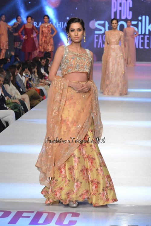 Zara Shahjahan New Vintage at PFDC Sunsilk Fashion Week 2015 (18)