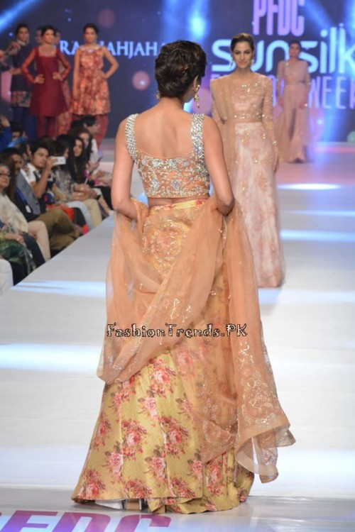 Zara Shahjahan New Vintage at PFDC Sunsilk Fashion Week 2015 (19)