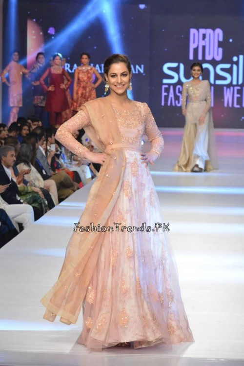 Zara Shahjahan New Vintage at PFDC Sunsilk Fashion Week 2015 (20)