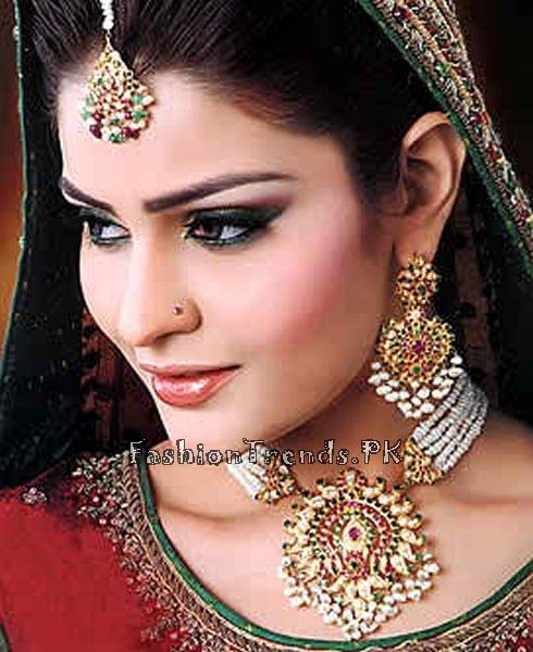 Gold Jewellery Set 2015 Designs For Brides (1)