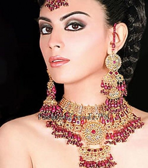 Gold Jewellery Set 2015 Designs For Brides (3)