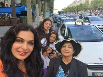 Meera Paris Picture4