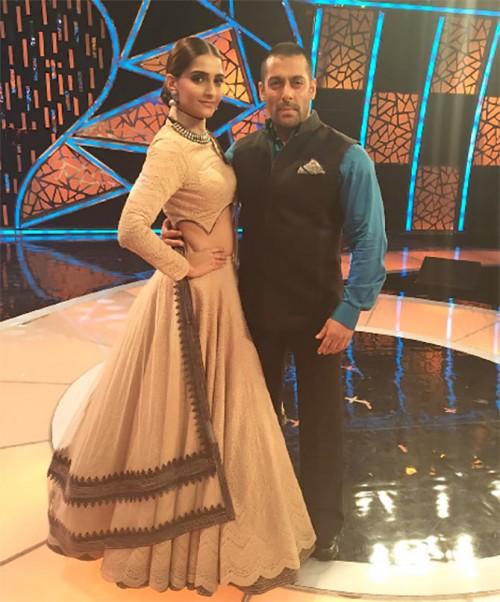 Sonam Kapoor New Look for PRDP 1