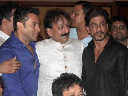 Salman Khan and Shahrukh Khan Hug at an Iftar Again